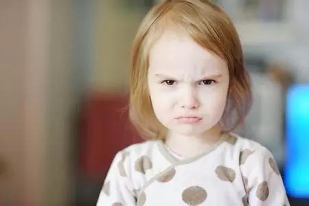 孩子哭闹发脾气,家长如何应对