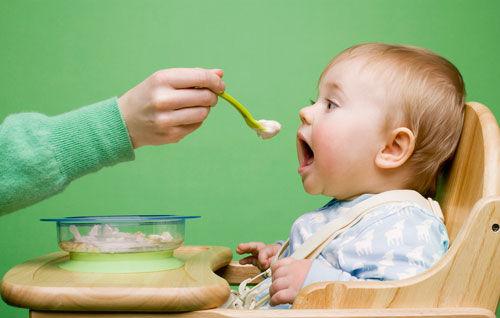 宝宝多大,才能正常吃大人的饭菜呢?