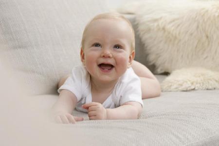 宝宝连走带爬锻炼颈部肌肉