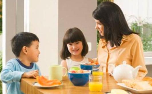 在家带娃的家长,快来跟孩子玩这几个小游戏,提高孩子的多项能力