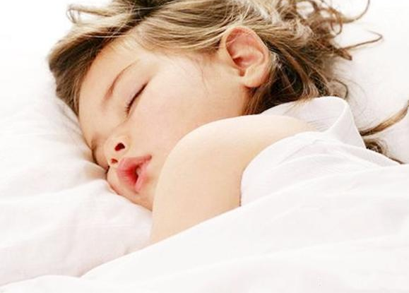 宝宝睡觉出现这5种迹象,提示健康出问题了!不能大意